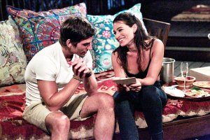 bachelor-in-paradise-ashley-i-is-using-v-card-to-win-jared-back
